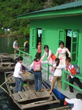 Floating classroom in Quang Ninh Province (Photo courtesy of Vietnam News)
