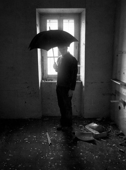 The_black_umbrella_by_TotoRino
